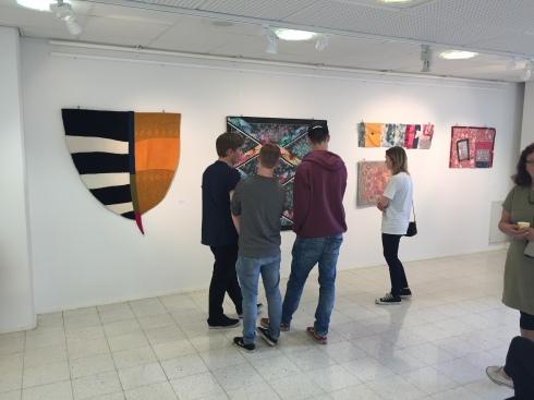 KU1-kurssilaisia näyttelyavajaisissa
